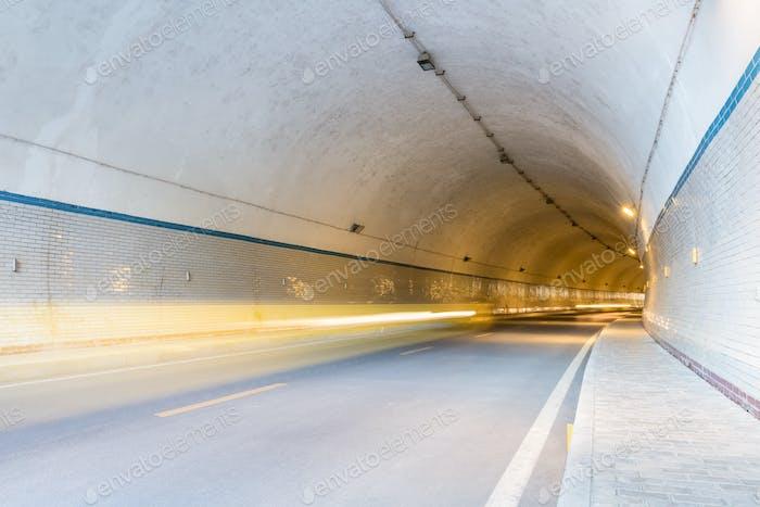 Tunnel und Lichtwege