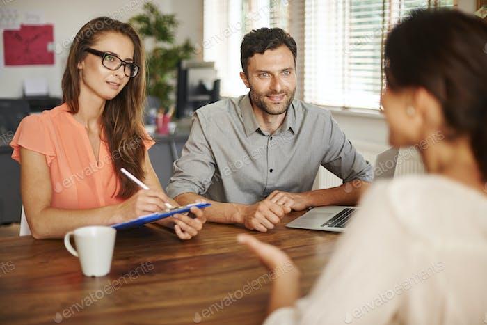 Entrevista a un nuevo empleado para la empresa