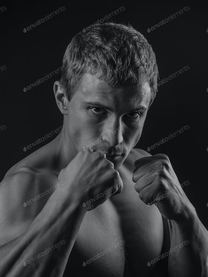 Junge fit Mann Schatten Boxen