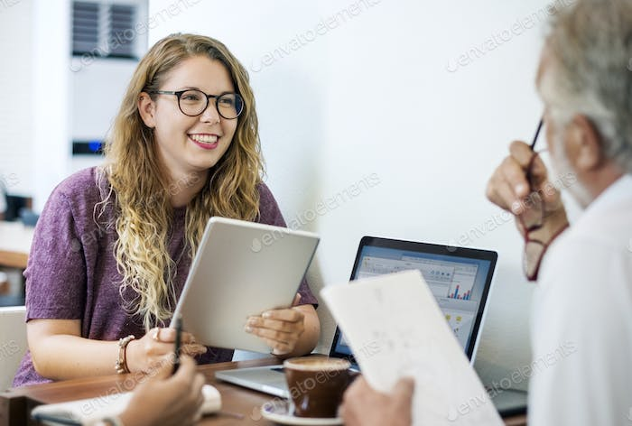 College students are discussing with advisor