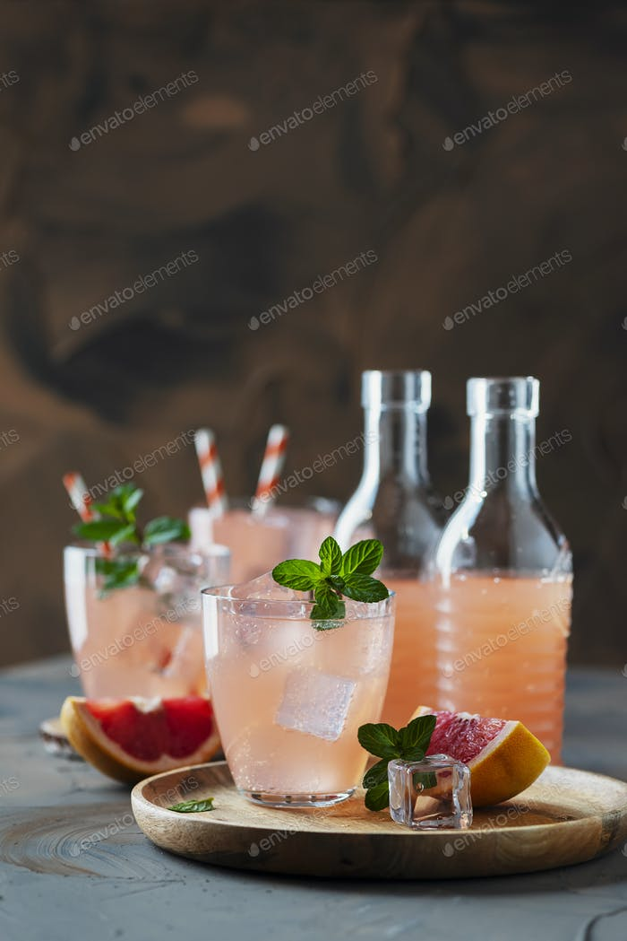 Cocktail with grapefruit and mint