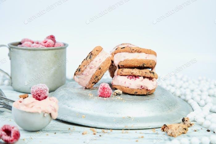 Ice cream sandwiches with strawberry.