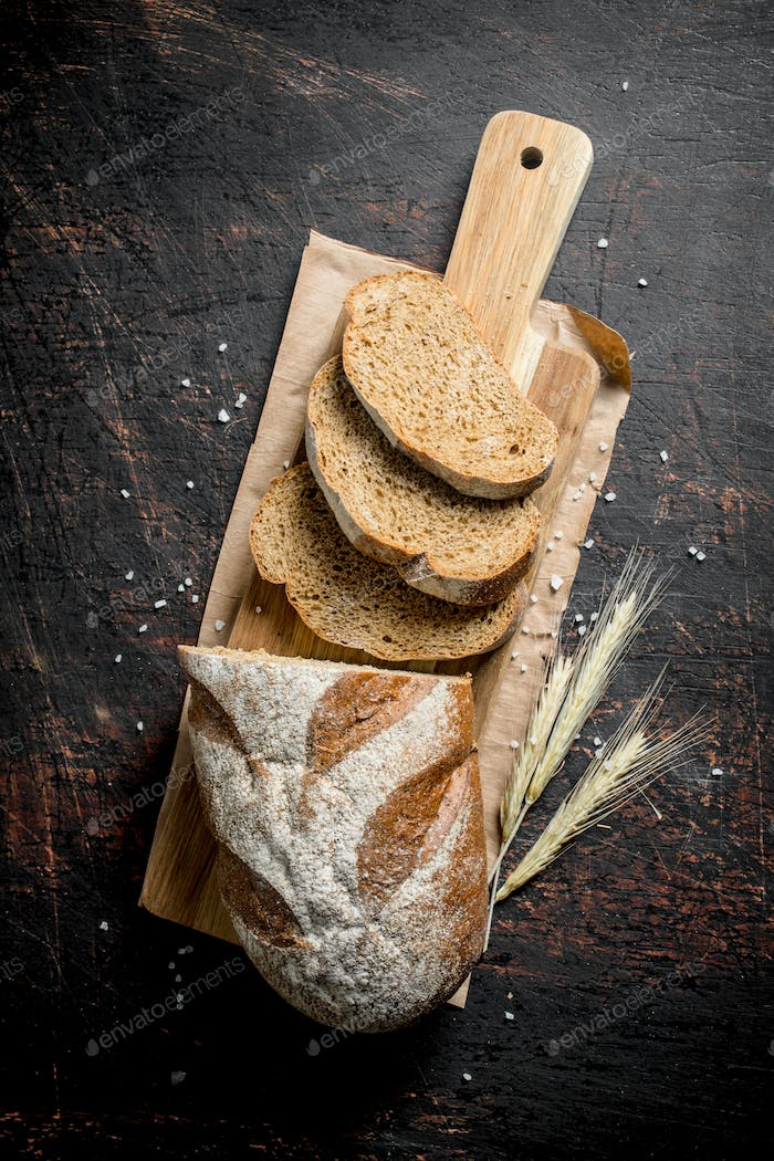 Sliced fresh bread with spikelets.