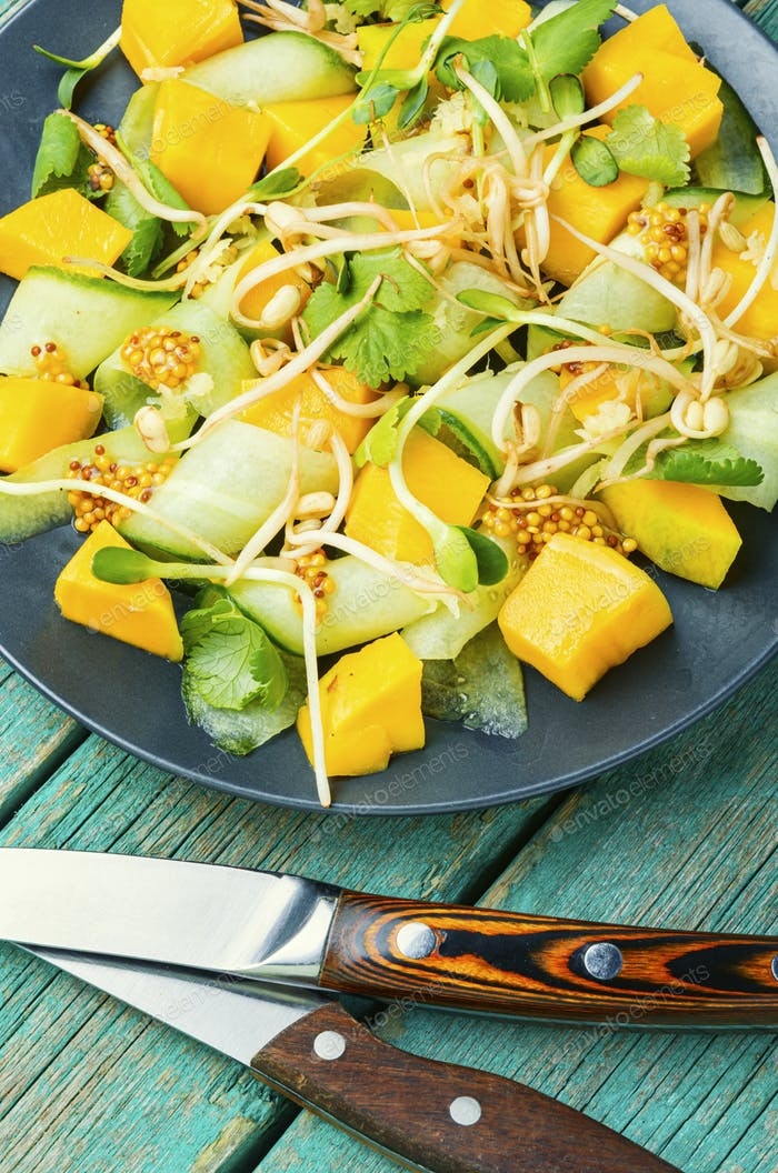 Salad with mango and vegetables.