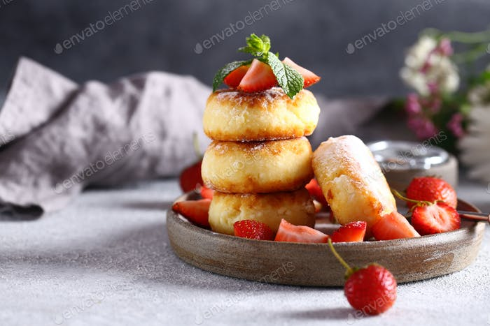 Curd Pancakes with Berries