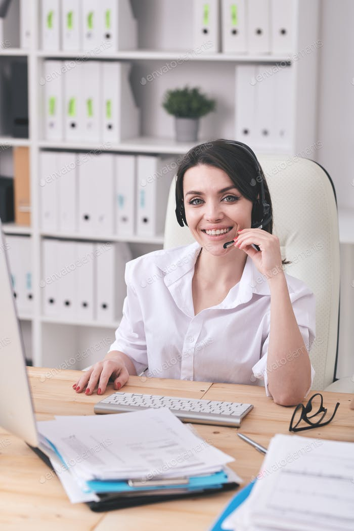 Talking to customer by wireless microphone headset