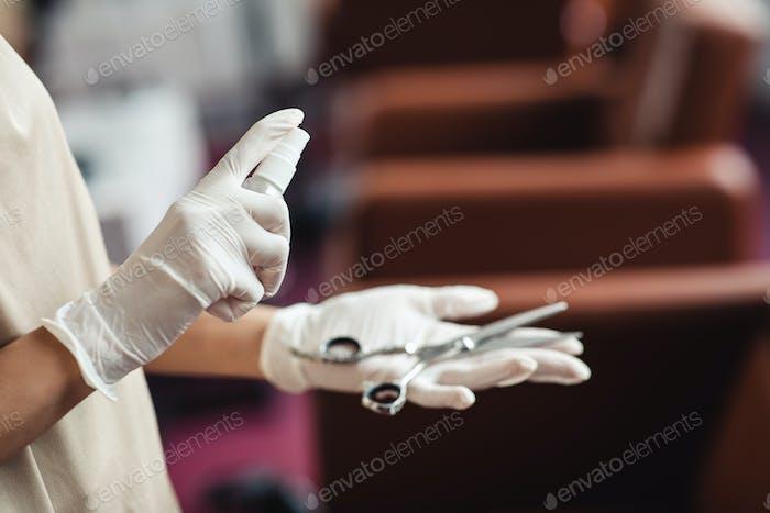 Friseur Desinfektionsschere mit antibakterieller Spray, Nahaufnahme