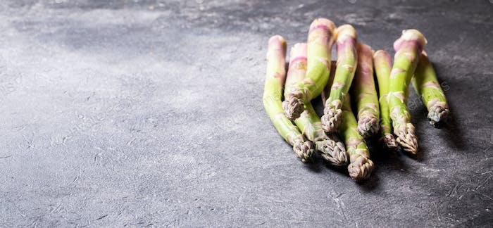 Frischer grüner Spargel. Essen für Vegetarier.