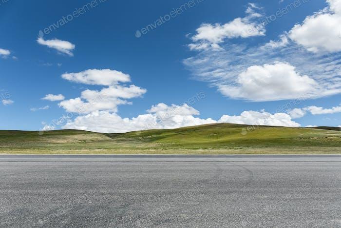 Autobahn auf der Wildnis