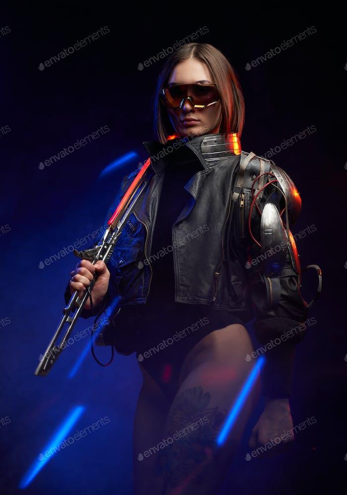 Urban Fantasy Söldner aus der Zukunft mit Schwert und Sonnenbrille