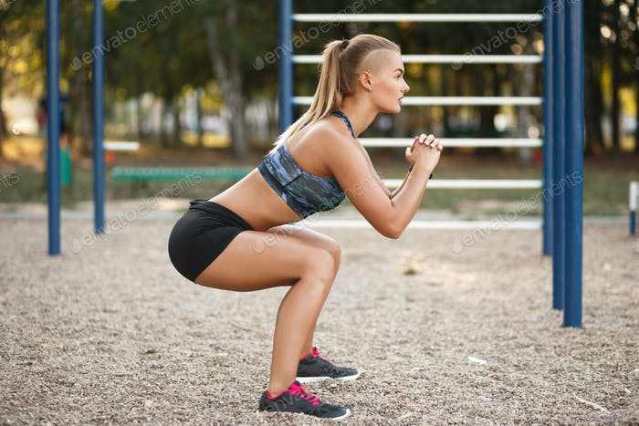Outdoor deep squat