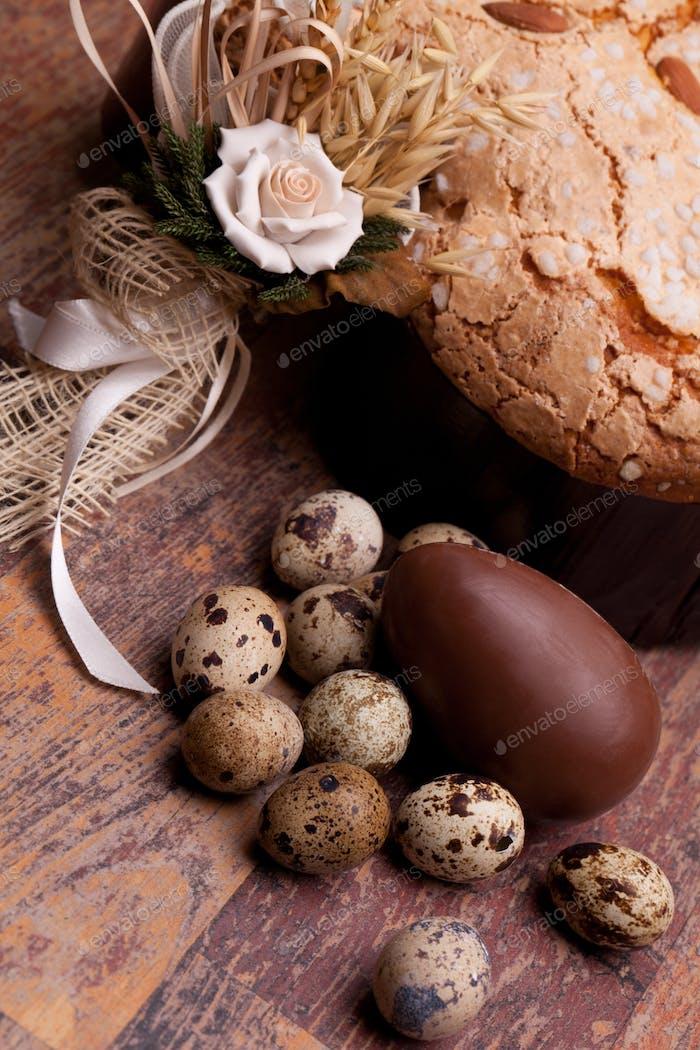 Foto: Pascua naturaleza muerta con pastel y huevos