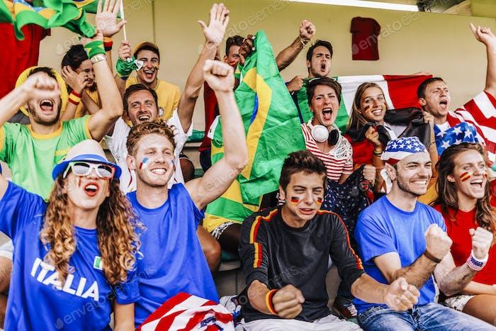 Partidarios de varios países en el estadio All Together
