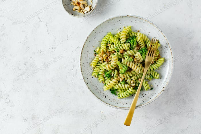 Vegetarian green pasta with broccoli and cashew nuts