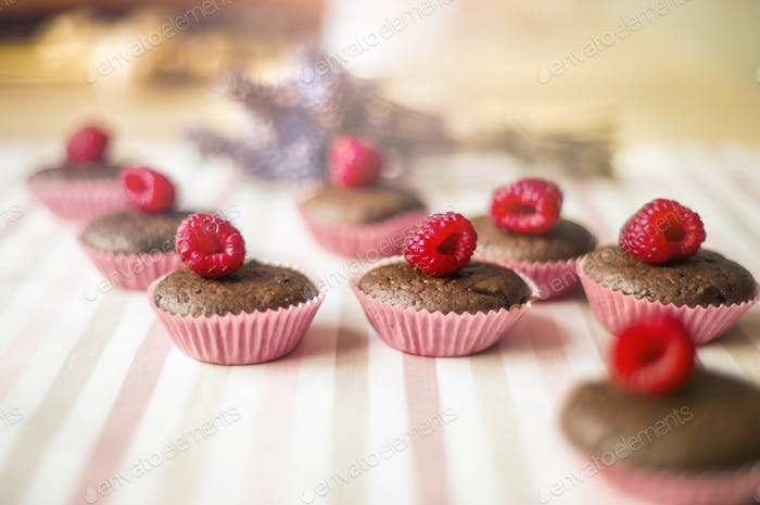 Muffins with raspberries