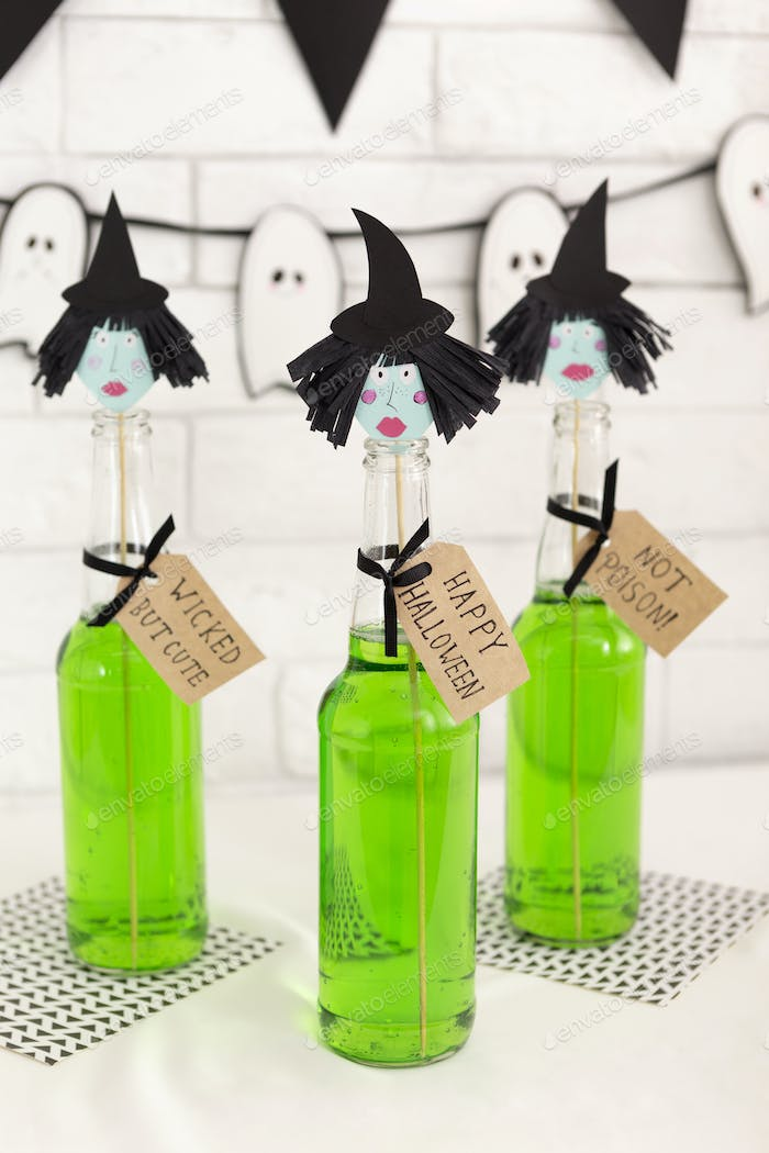 Toxic green Halloween witches cocktails for adults