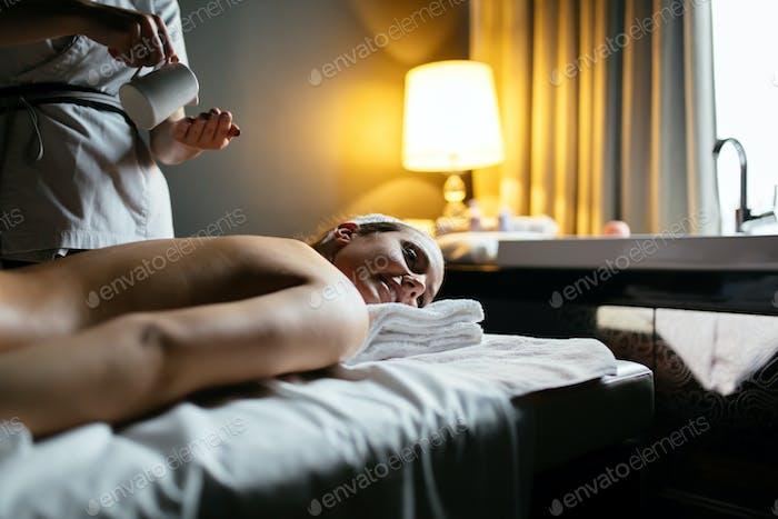 Öl-Massagebehandlung
