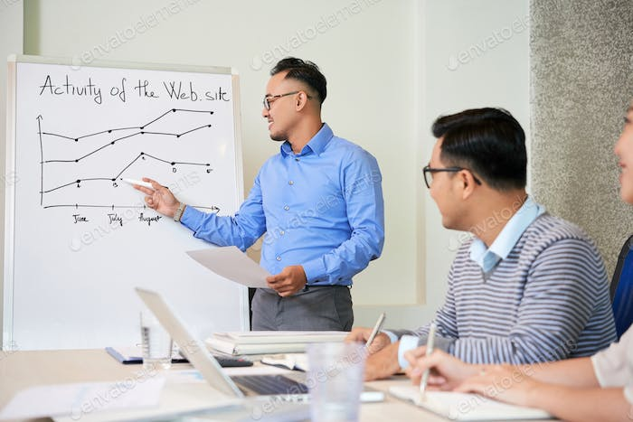 Man showing growing chart on presentation for colleagues
