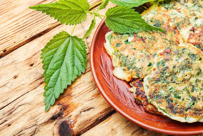 Diet fritters with nettles.