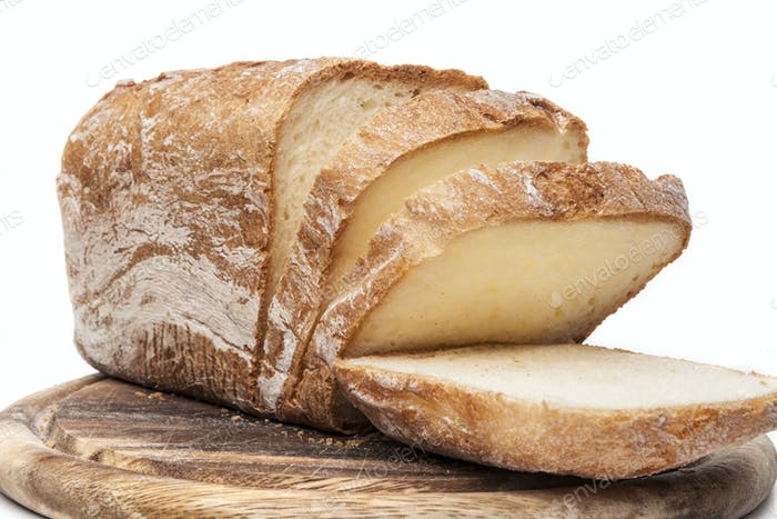 Geschnittenes Brot auf Weiß