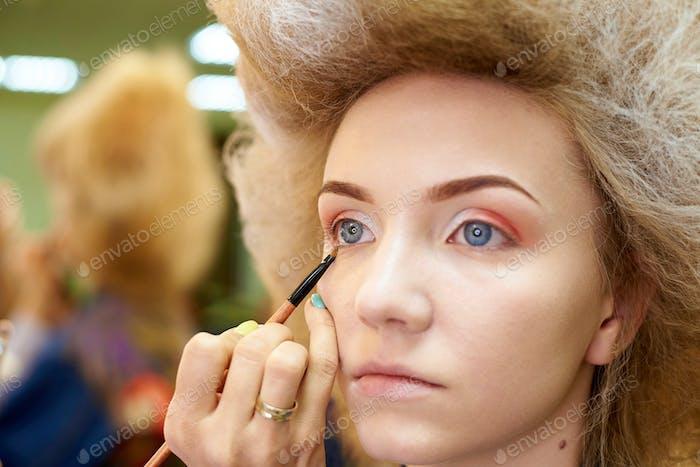 Maquillaje en un estudio de belleza