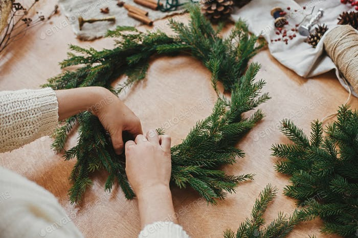 Making rustic Christmas wreath