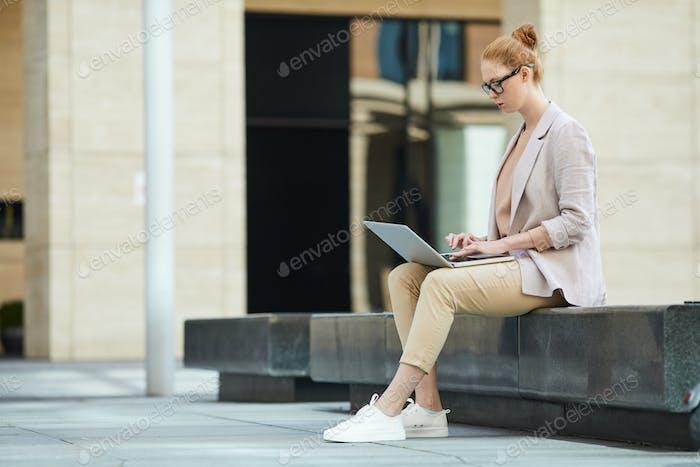 Geschäftsfrau Arbeiten im Freien