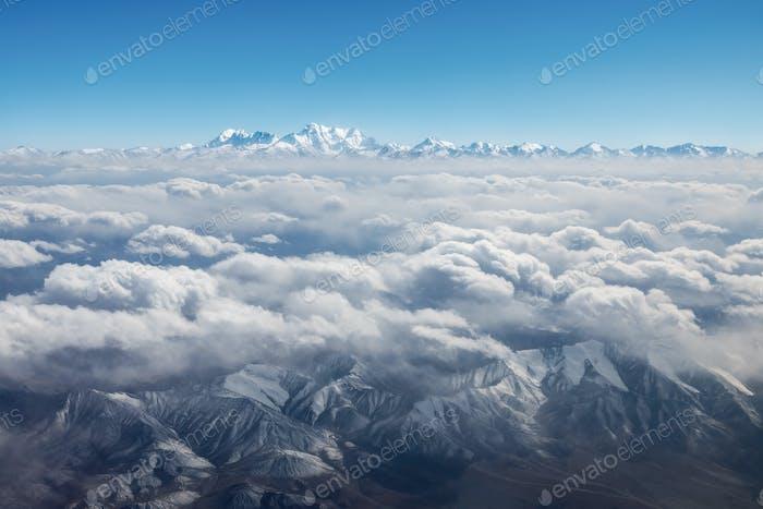 Tianshan Berge Landschaft in den Himmel