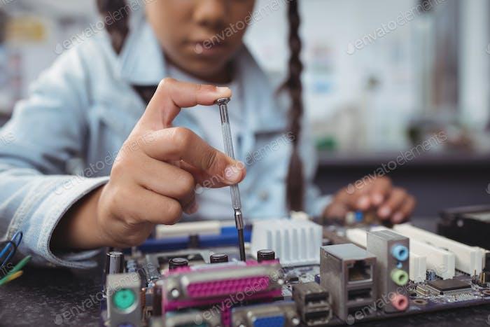 Mittelteil der elementaren Mädchen Montage Leiterplatte