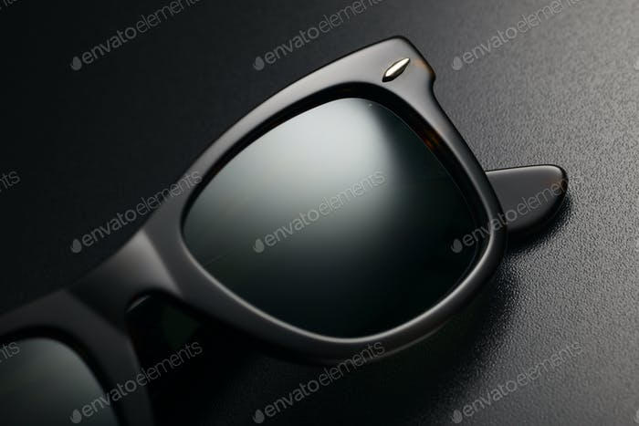 Schwarze Sonnenbrille isoliert