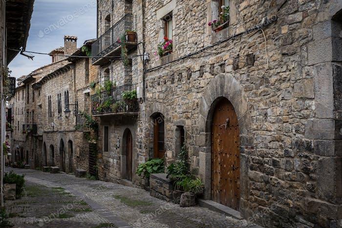 Pueblo medieval de Ainsa, España