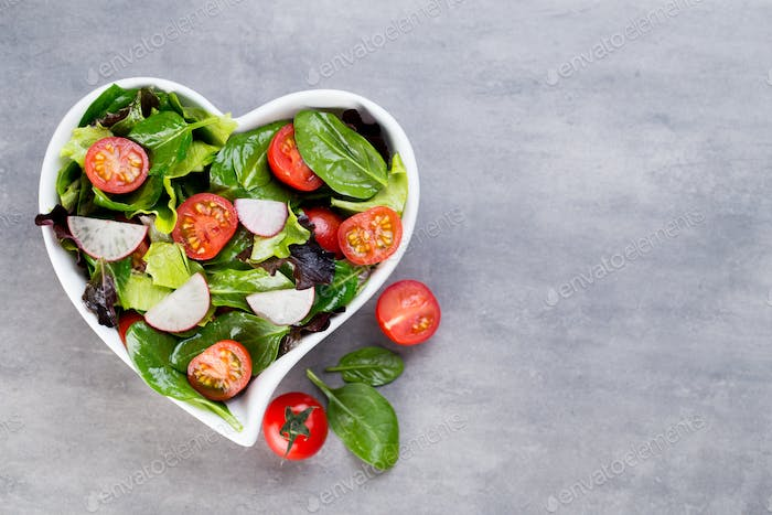 Fresh salad with baby spinach and tomatoes, radish und salad.