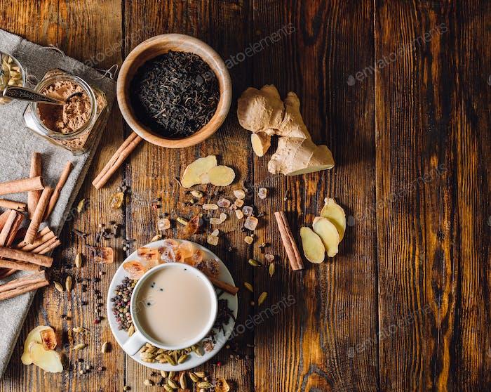 Zutaten für Masala Chai und Cup mit Getränk