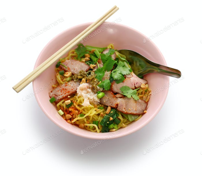 egg noodles served with roast pork, thai food