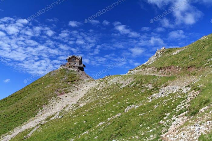Hütte auf den Dolomiten