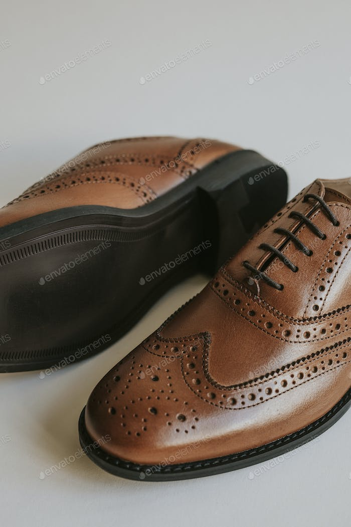 Brown men's leather derby shoes
