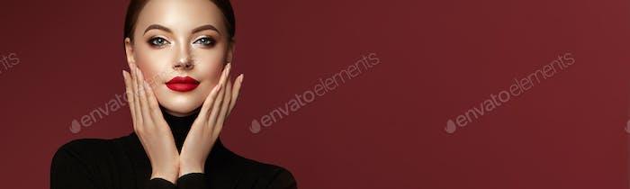 Modelo de belleza con maquillaje perfecto