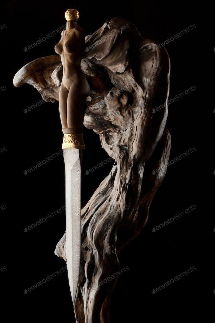 Dagger with feminine handle