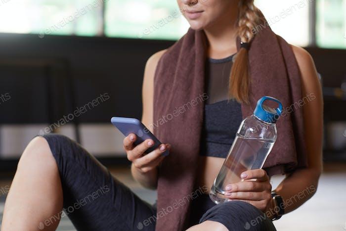 Mujer Uso teléfono Móvil