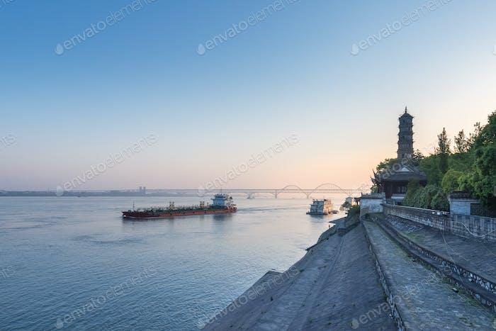 Jiujiang Landschaft am frühen Morgen