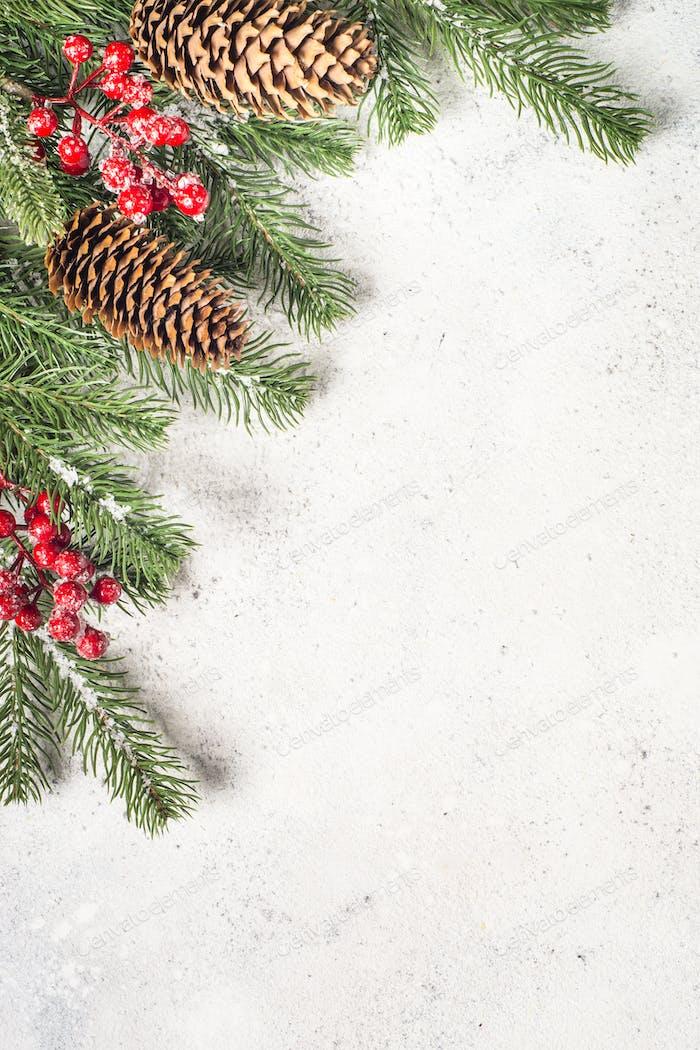 Flatlay de Fondo Navidad con brunch de Árbol y decoración roja