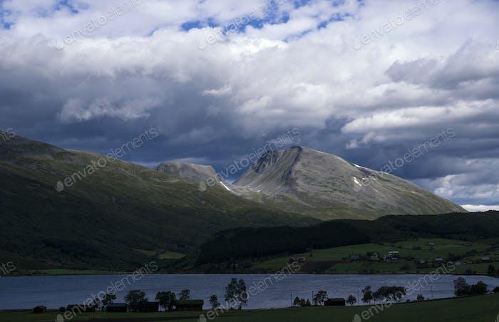 Clouds above Eidsvatnet