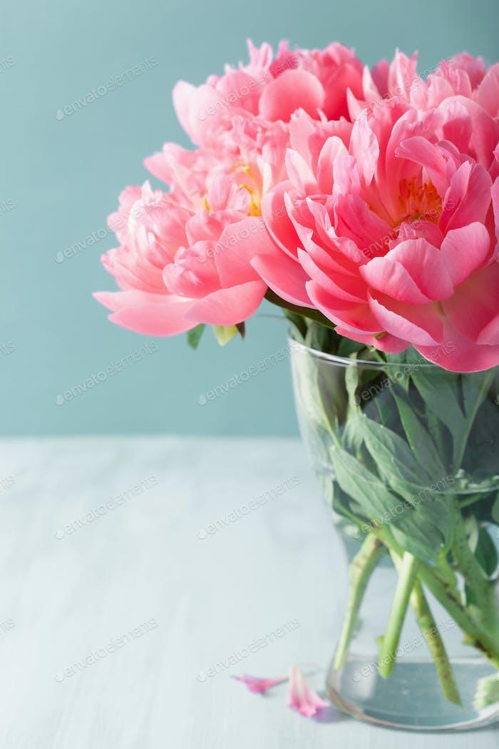 schöne rosa Pfingstrose Blumen Blumenstrauß in Vase