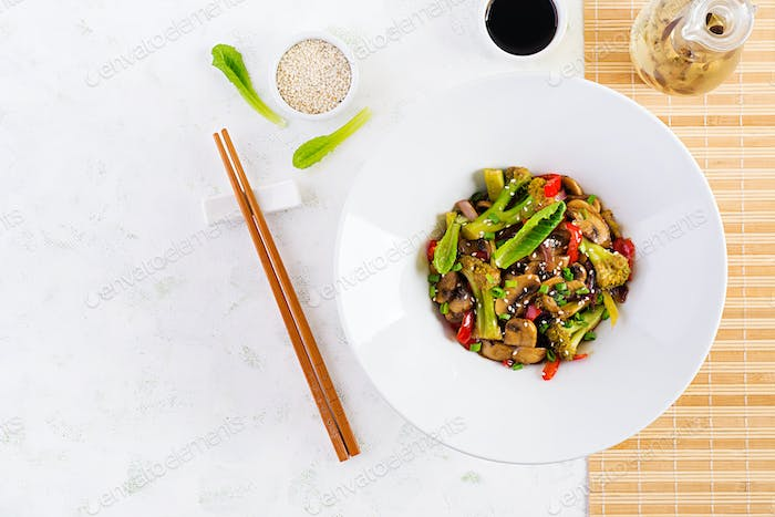 Stir fry vegetables with mushrooms, paprika, red onions and broccoli