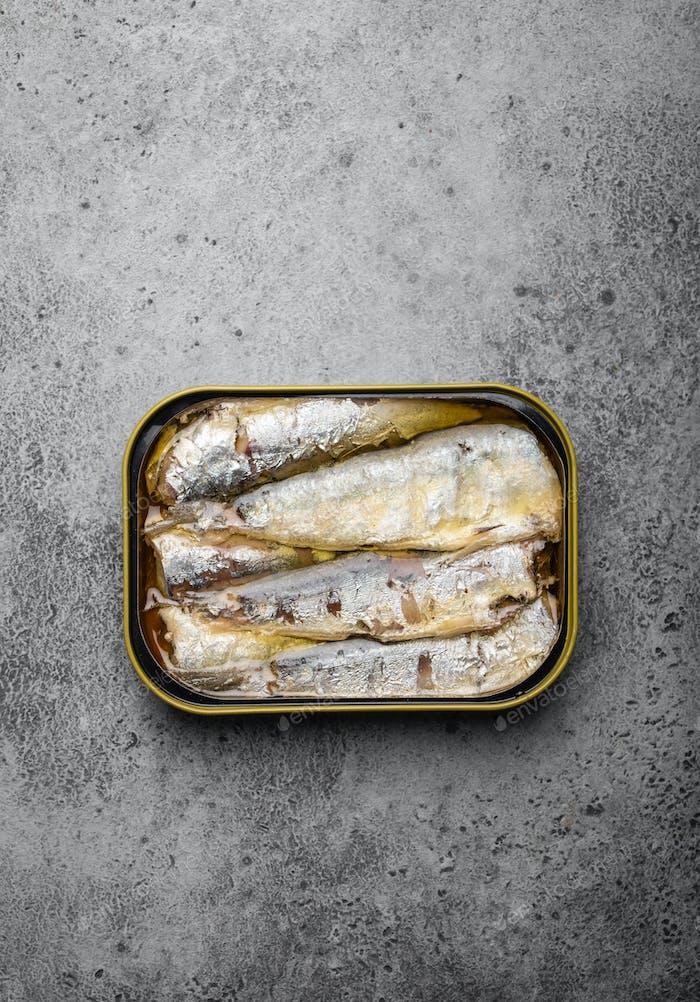 Fischkonserven in einer Dose