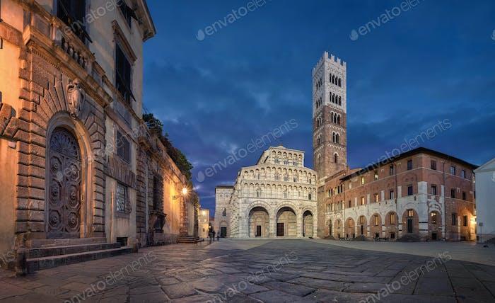 Piazza San Martino and Lucca Cathedral at dusk
