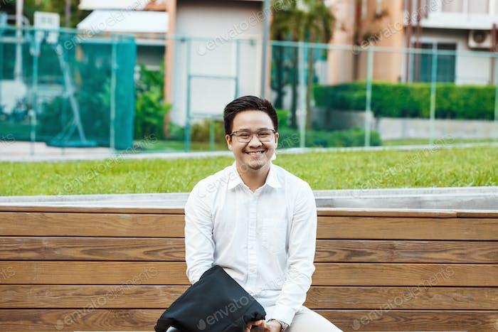 Concept Business - Schöner asiatischer Geschäftsmann bereit für die Arbeit zu gehen