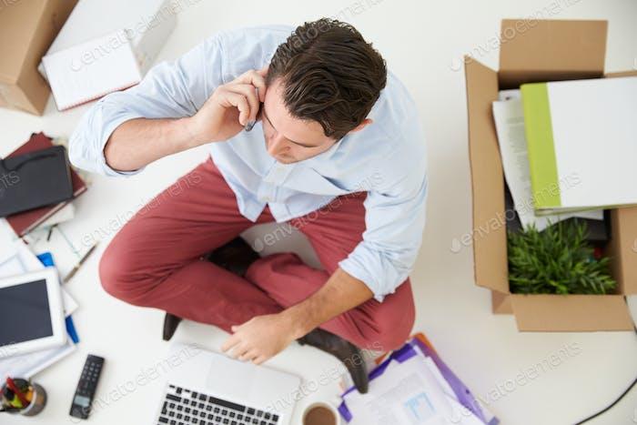 Overhead-Ansicht von Unternehmensgründungwechsel in das Büro