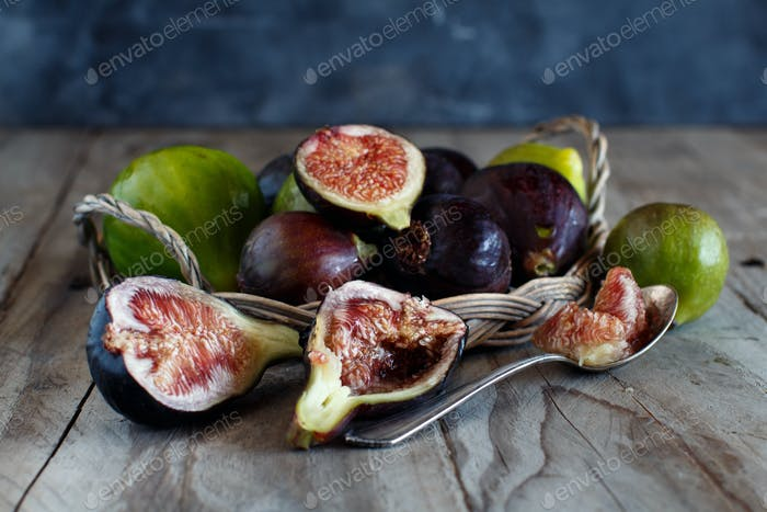 Green and purple figs
