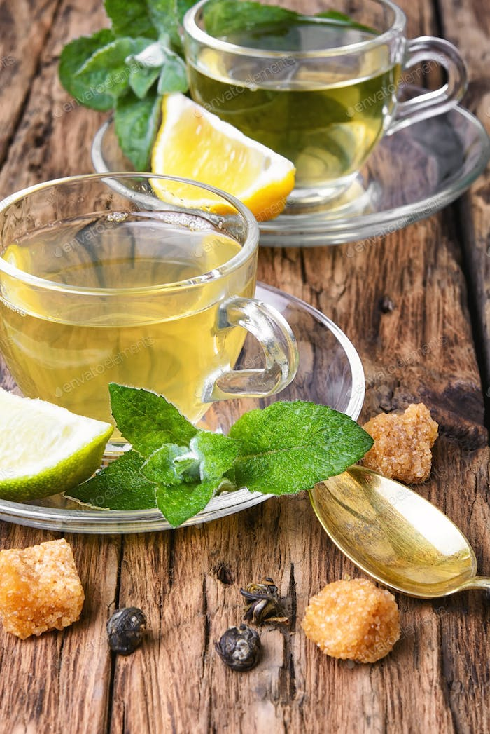 Green tea with lime, mint and sugar